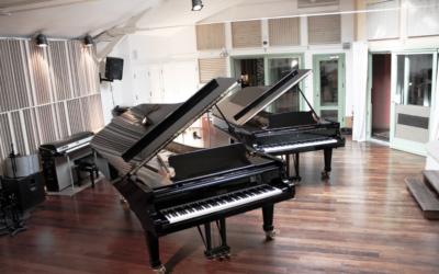 Pour profiter au maximum de piano, pensez à un traitement acoustique home studioadéquat